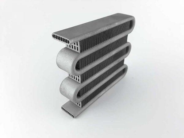 3D принтиран метален радиатор с вътрешни канали